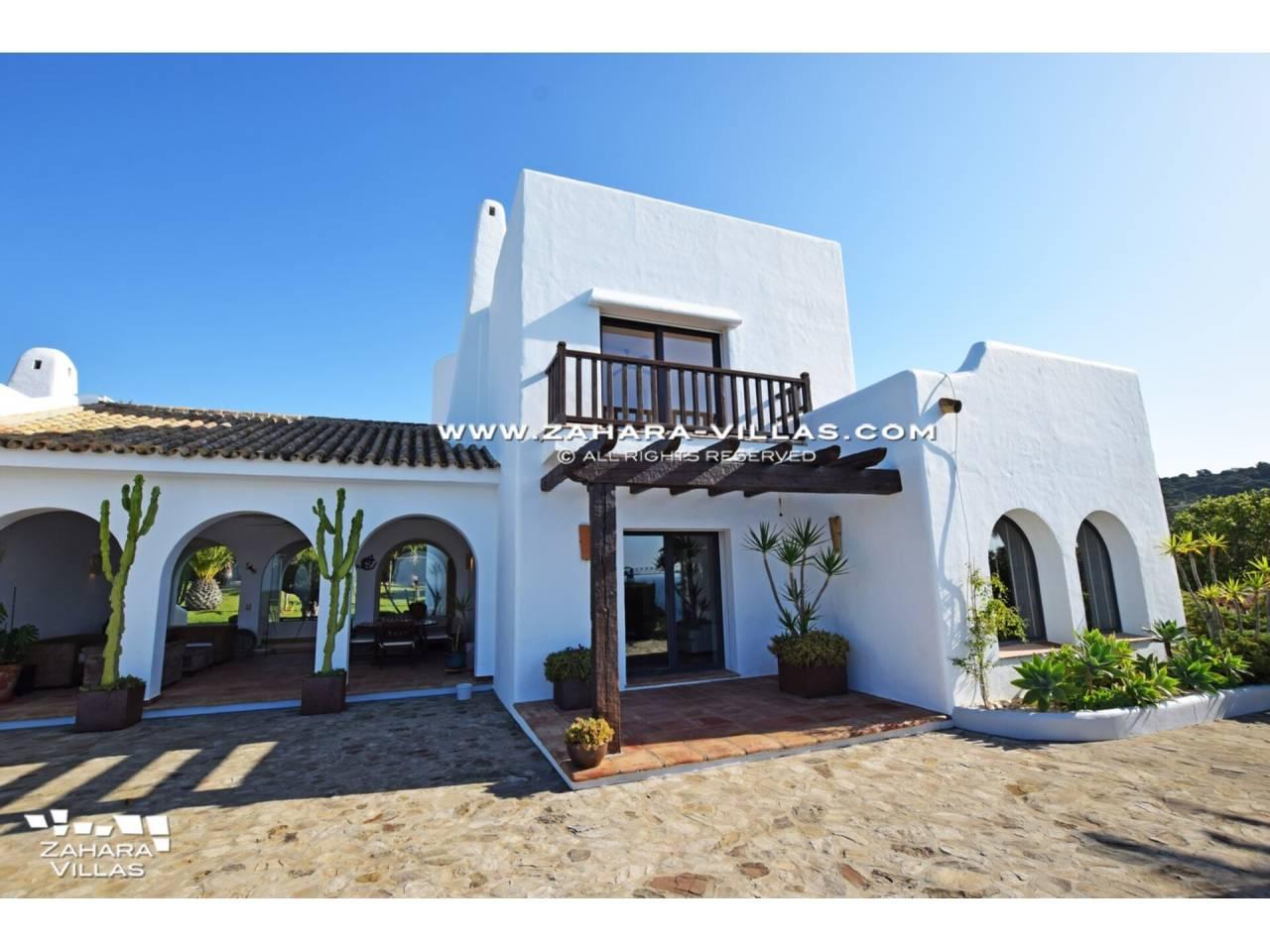 Imagen 46 de Maravilloso Chalet en venta en la zona del Faro Camarinal con vistas panorámicas a la Playa de los Alemanes