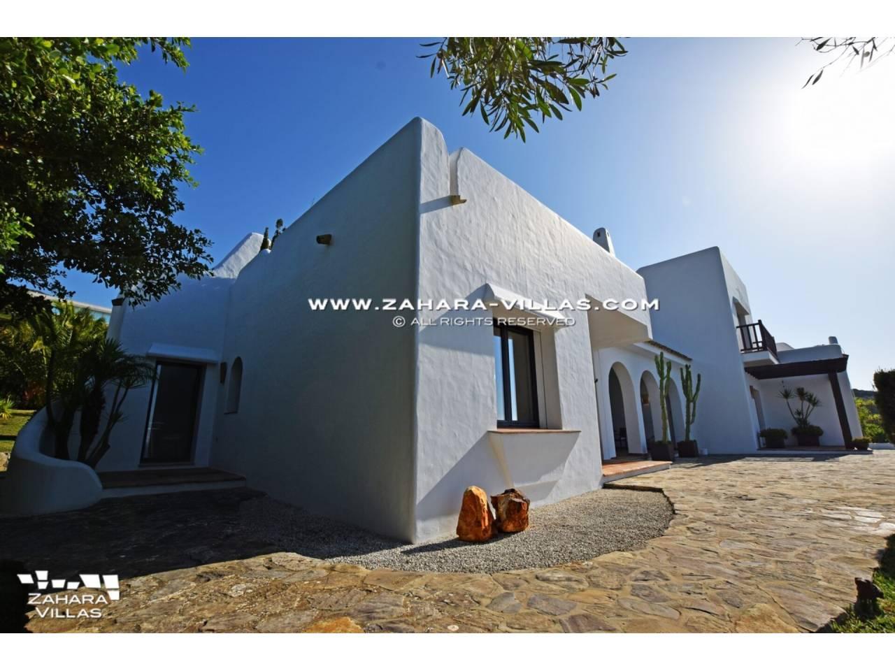 Imagen 47 de Maravilloso Chalet en venta en la zona del Faro Camarinal con vistas panorámicas a la Playa de los Alemanes