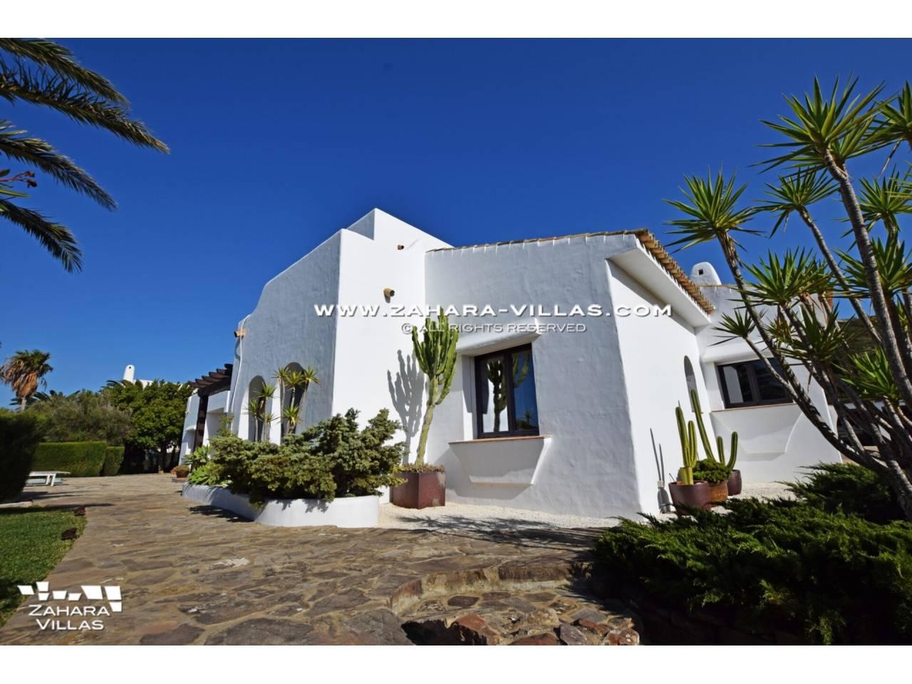 Imagen 48 de Maravilloso Chalet en venta en la zona del Faro Camarinal con vistas panorámicas a la Playa de los Alemanes