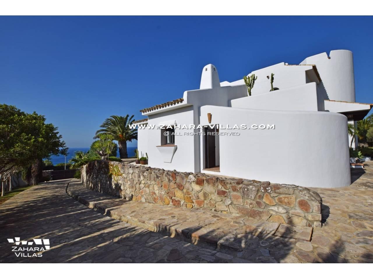 Imagen 49 de Maravilloso Chalet en venta en la zona del Faro Camarinal con vistas panorámicas a la Playa de los Alemanes