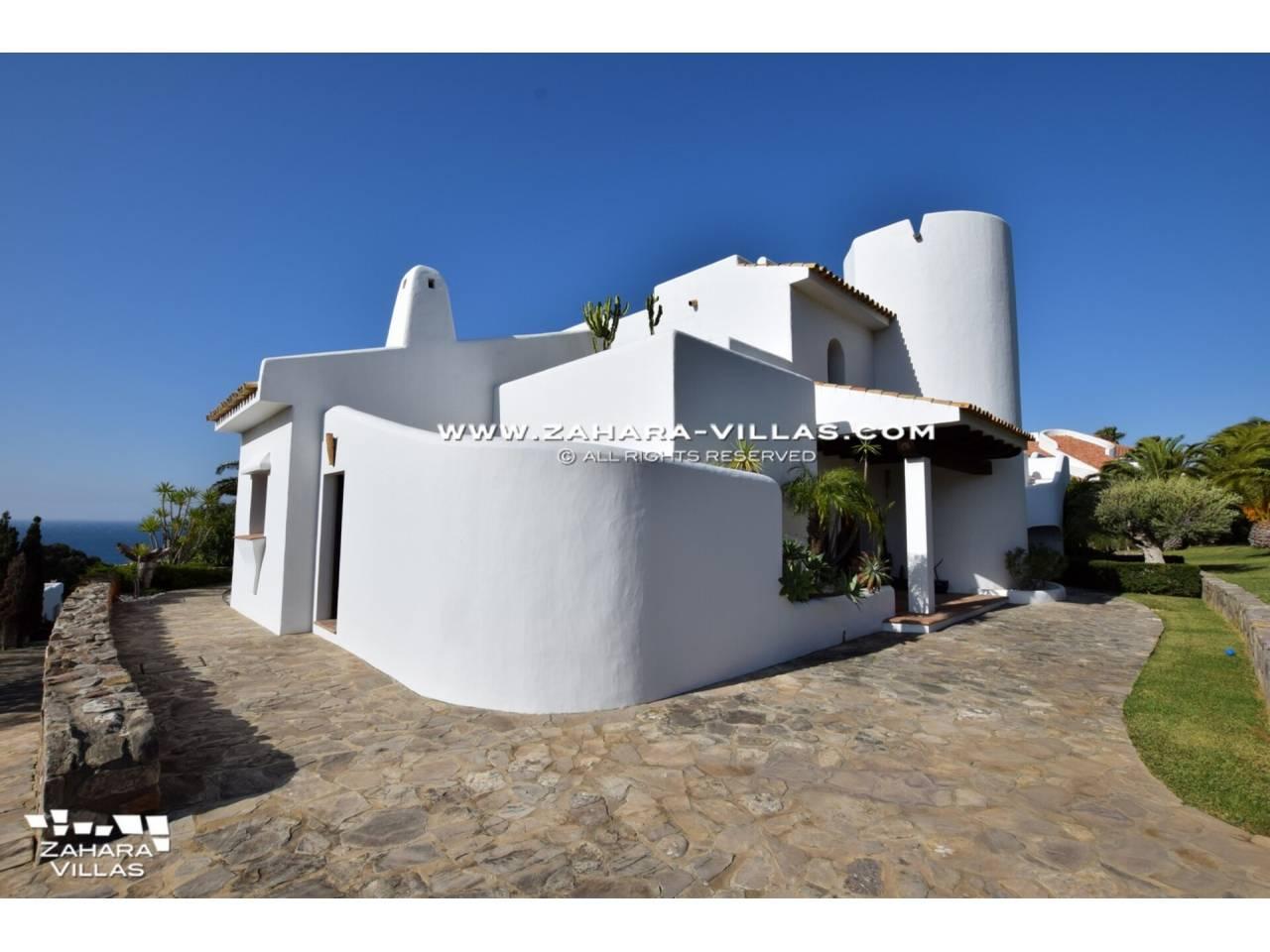 Imagen 50 de Maravilloso Chalet en venta en la zona del Faro Camarinal con vistas panorámicas a la Playa de los Alemanes