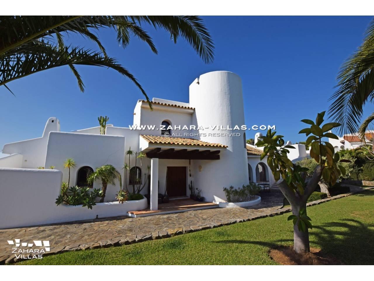 Imagen 9 de Maravilloso Chalet en venta en la zona del Faro Camarinal con vistas panorámicas a la Playa de los Alemanes