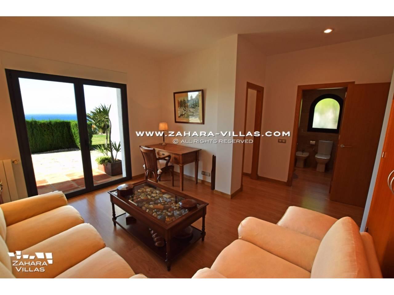 Imagen 31 de Maravilloso Chalet en venta en la zona del Faro Camarinal con vistas panorámicas a la Playa de los Alemanes
