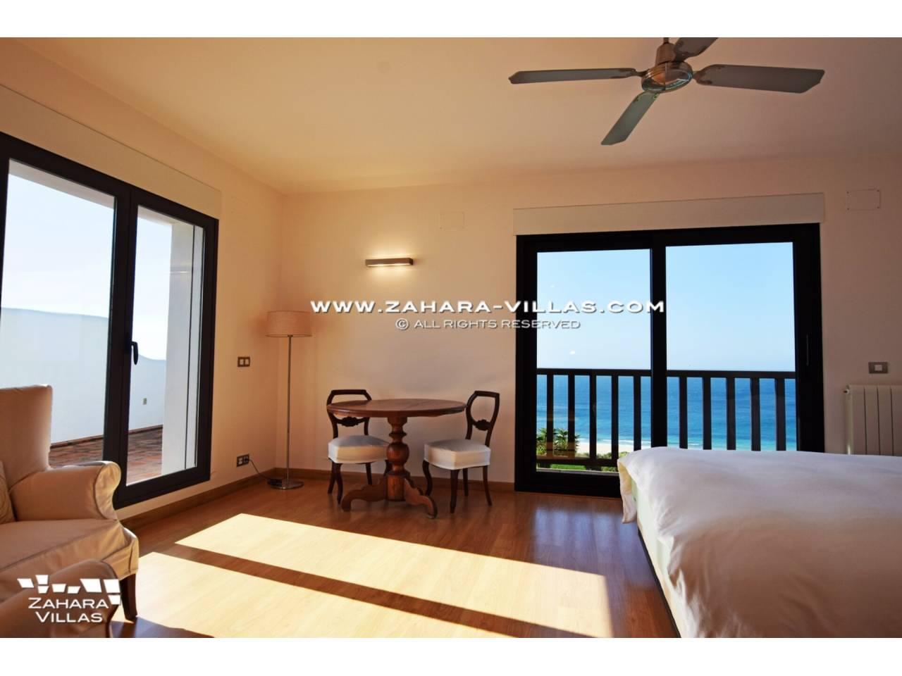 Imagen 41 de Maravilloso Chalet en venta en la zona del Faro Camarinal con vistas panorámicas a la Playa de los Alemanes