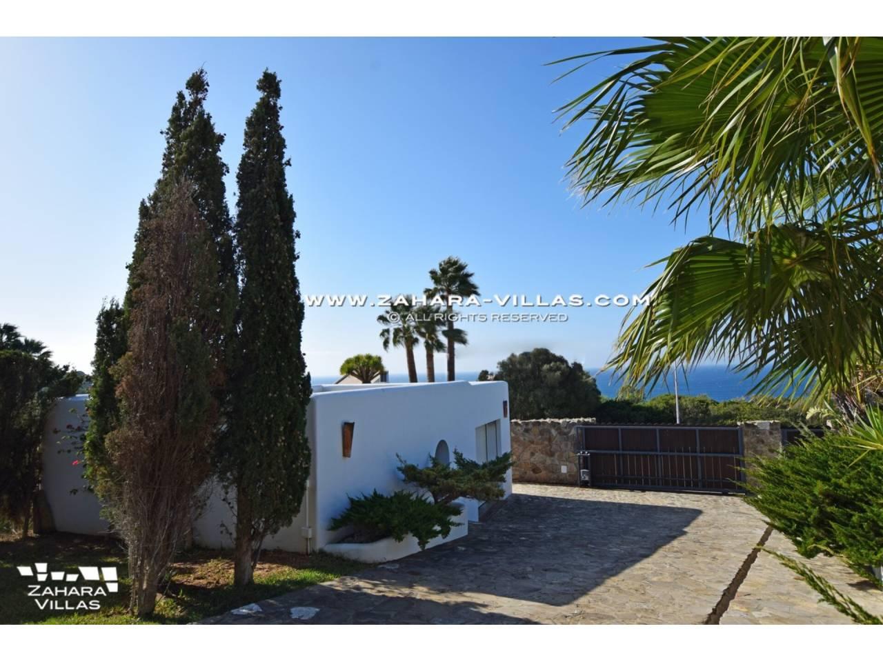 Imagen 52 de Maravilloso Chalet en venta en la zona del Faro Camarinal con vistas panorámicas a la Playa de los Alemanes