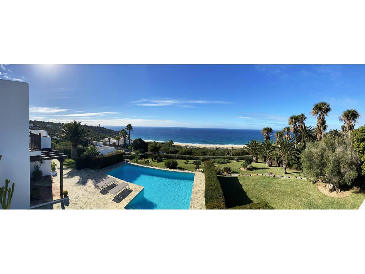 Imagen 54 de Maravilloso Chalet en venta en la zona del Faro Camarinal con vistas panorámicas a la Playa de los Alemanes