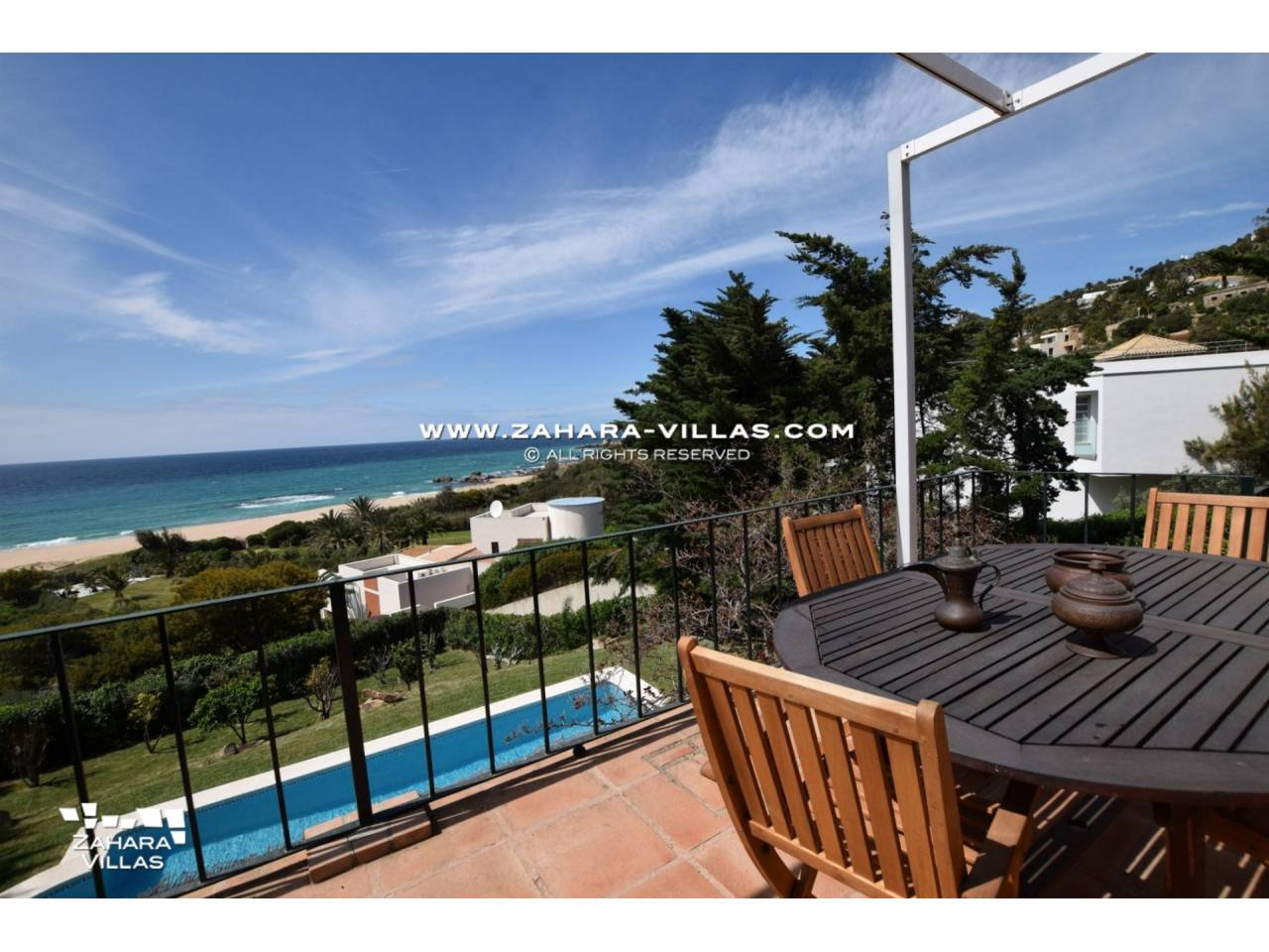 Imagen 3 de Magnificent Beachfront Villa 5 Bedrooms