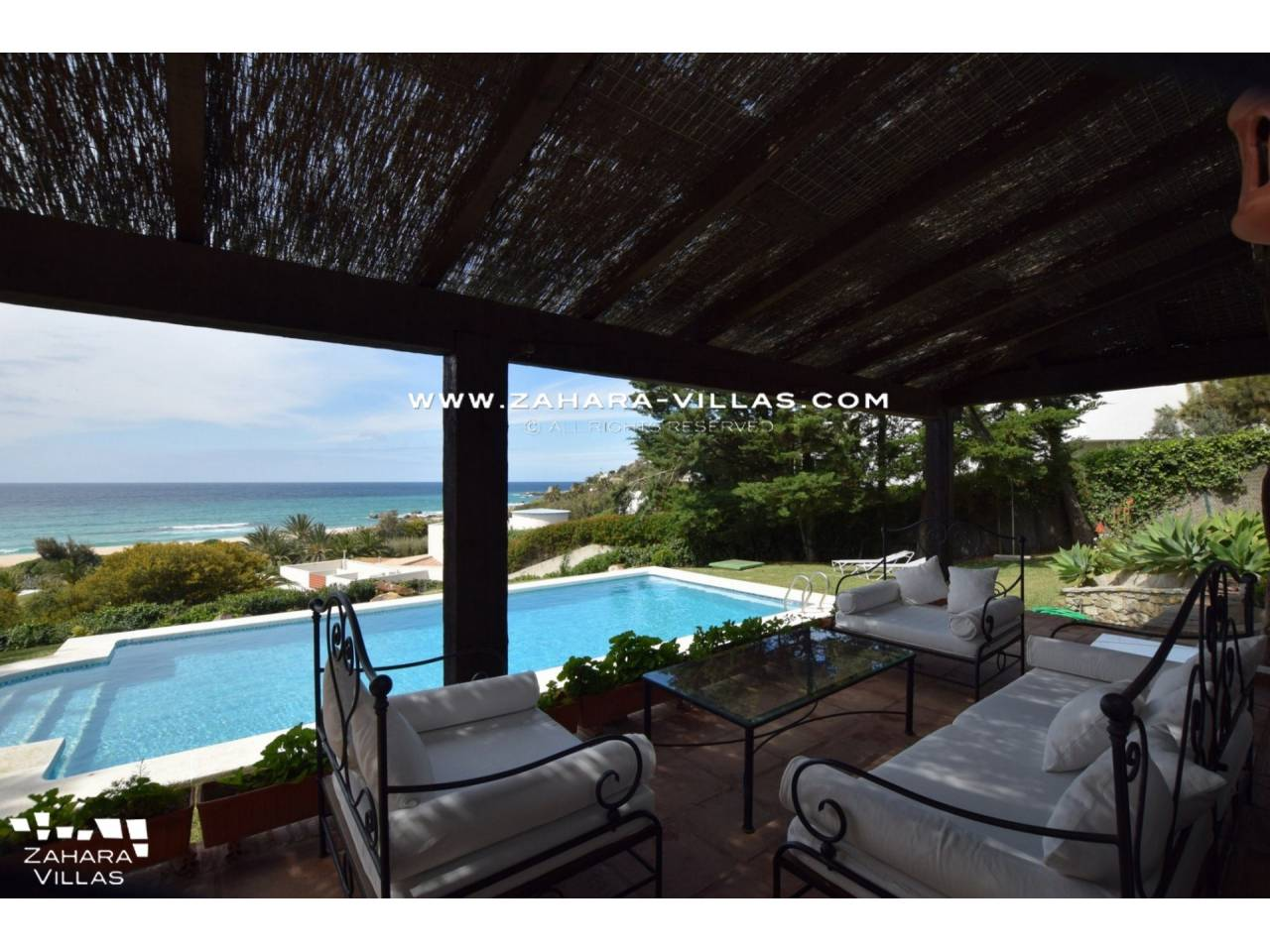 Imagen 2 de Magnificent Beachfront Villa 5 Bedrooms