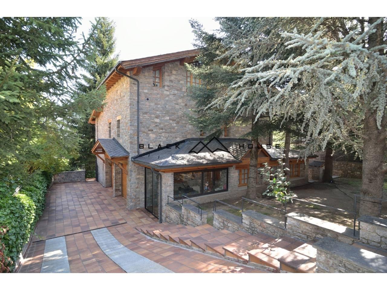 Casa independent de 7 habitacions en venda, situada en fabulosa zona residencial d'Escàs a La Massana.