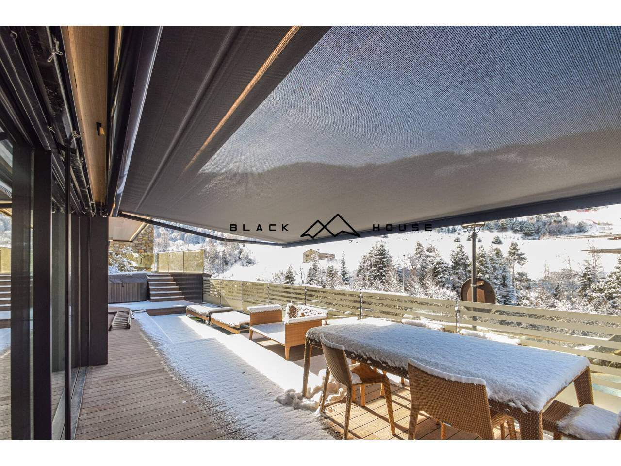 Magnificent apartment for sale in GranValira, with large terrace, jacuzzi and spectacular views.