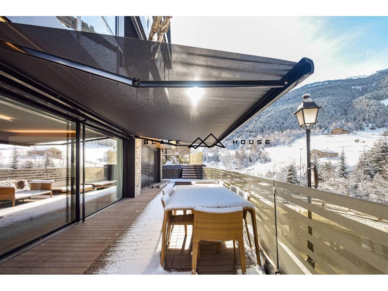 Magnífic pis en venda a GranValira, amb àmplia terrassa, jacuzzi i vistes espectaculars.
