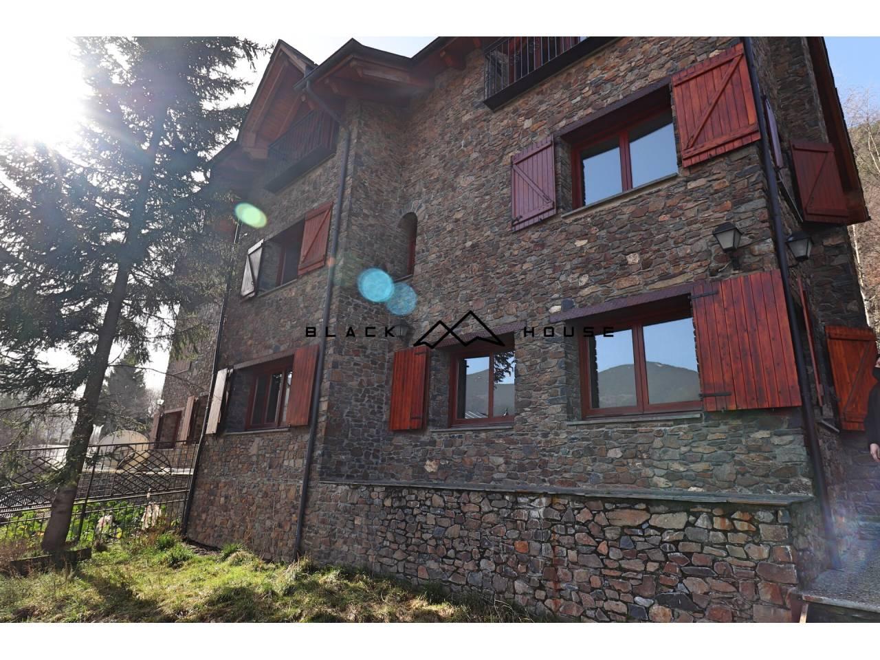 Magnífica casa a la venda situada en assolellada zona de Sispony.