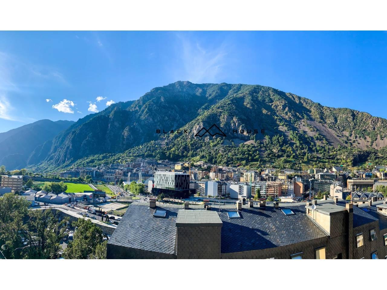 Lote de 4 apartamentos reformados, amueblados y equipados a la venta en el centro de Andorra la Vella. IDEAL INVERSORES