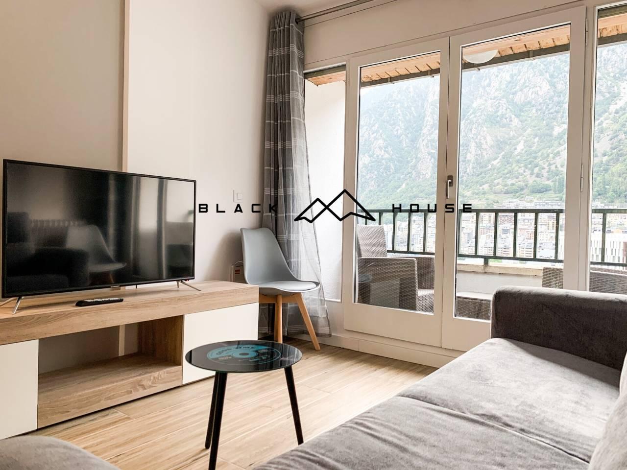 Conjunt de 4 apartaments reformats, moblats i equipats per a vendre al centre d´Andorra la Vella. IDEAL INVERSORS