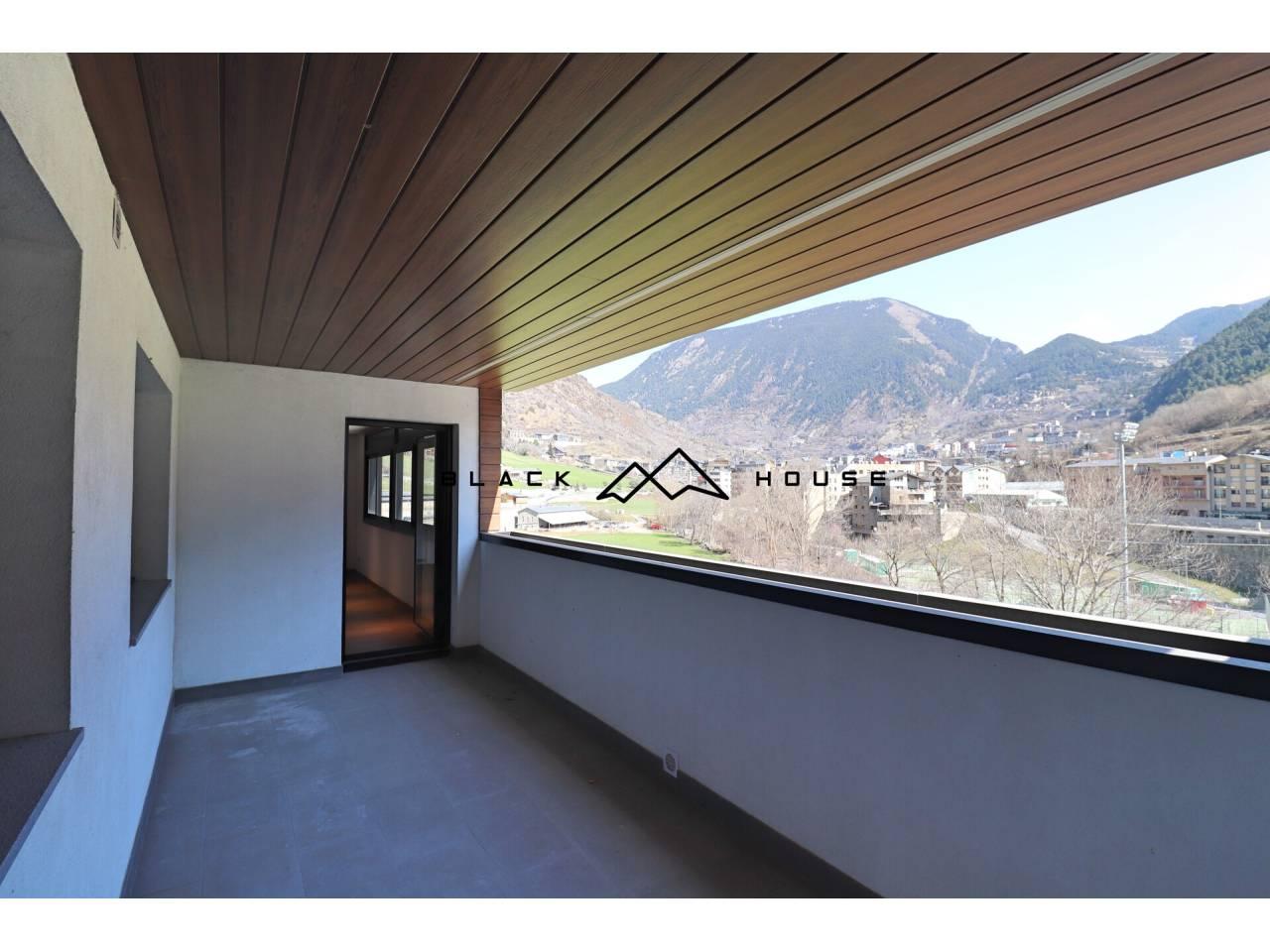 Grand appartement de nouvelle construction, à vendre à Vila de Encamp.