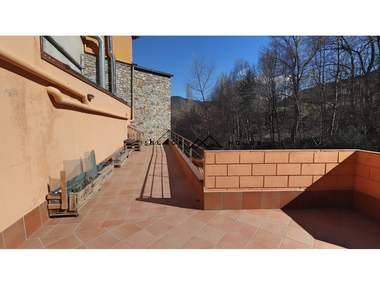 Es ven fabulós dúplex amb gran terrassa a Escàs.