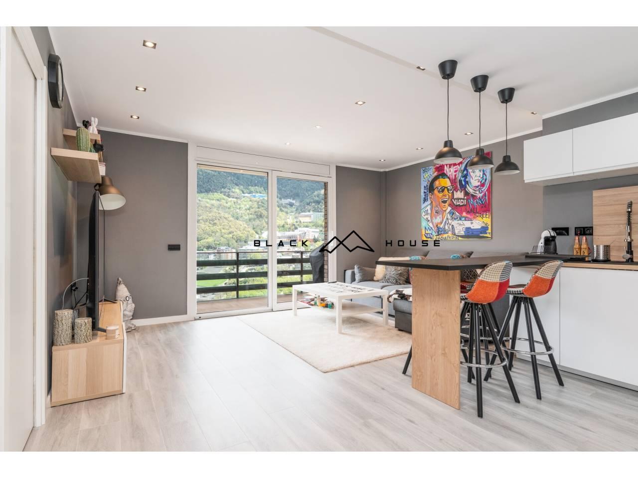 Fabulós pis totalment reformat per a vendre en ple centre d'Andorra la Vella.
