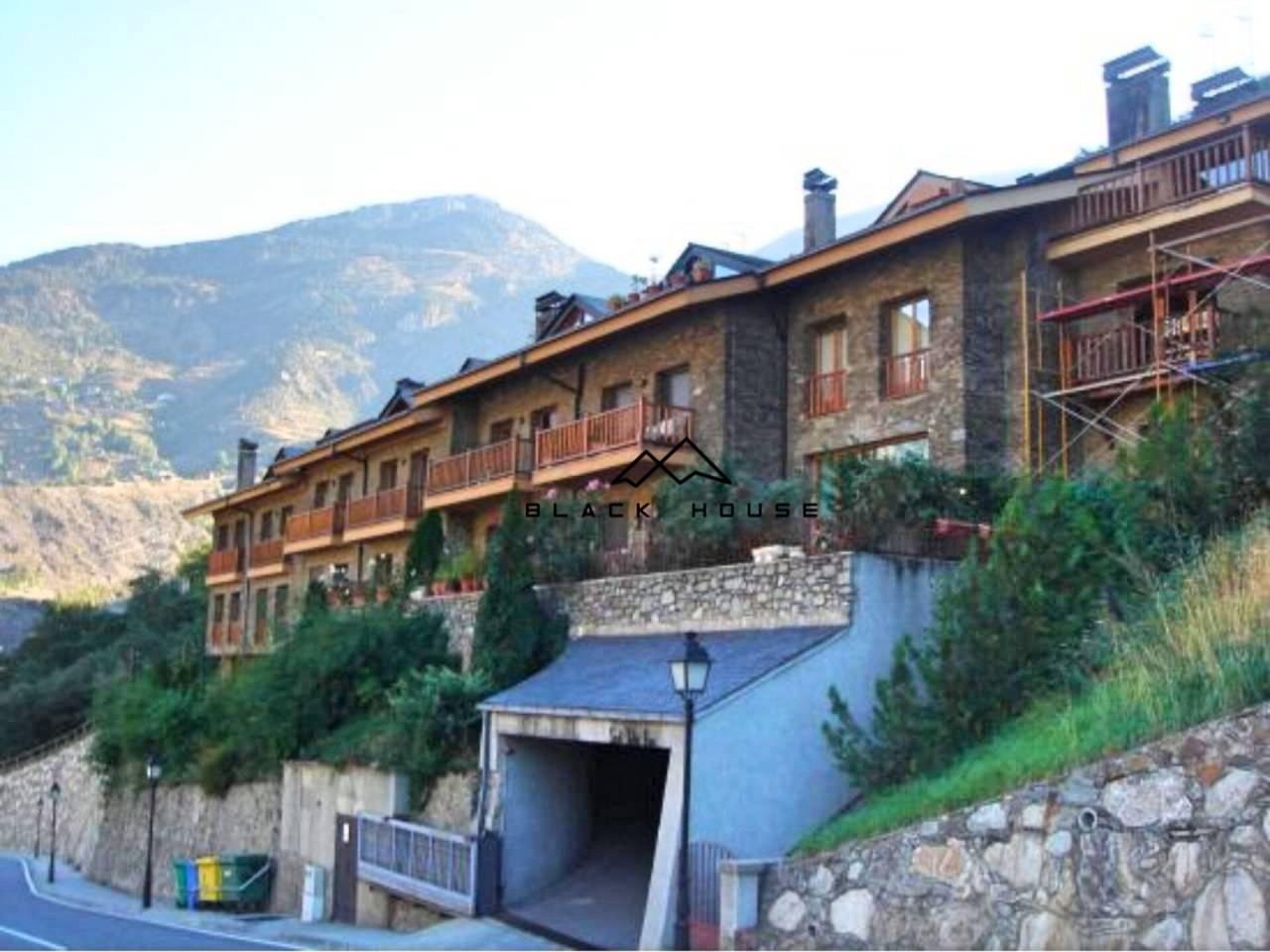 Casa adosada de alquiler en Sant Julià