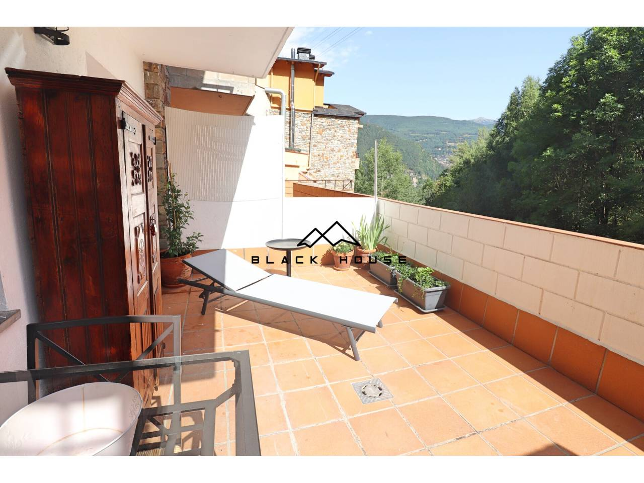 Acollidor pis amb terrassa en venda a Escàs