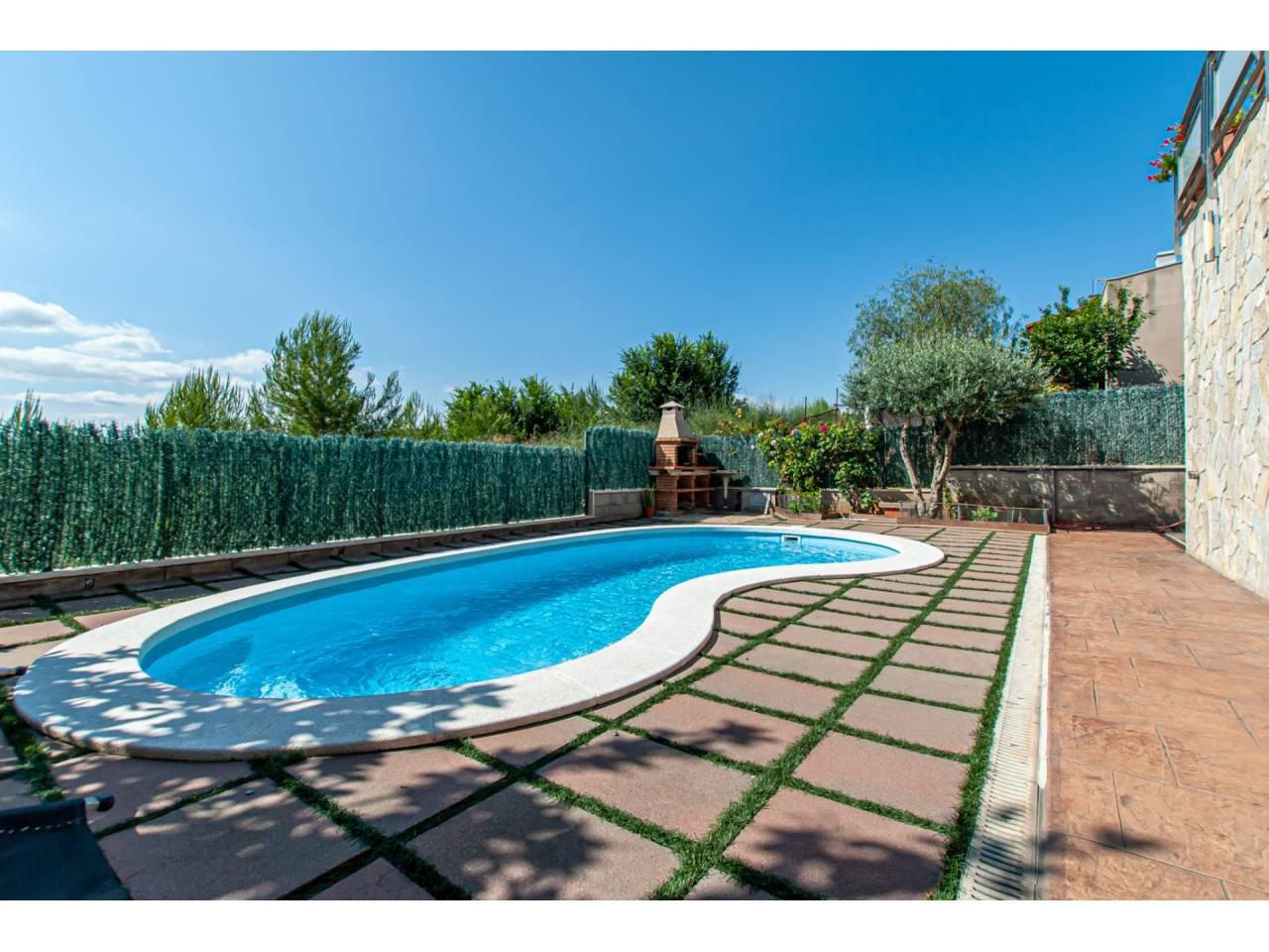 Casa en venta en El Papiol con piscina