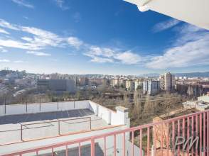 Piso luminoso y con vistas a Girona de 2ª mano - 6006
