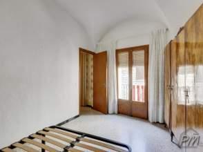 Casa de pueblo en  Besalú de 2ª mano - 4911