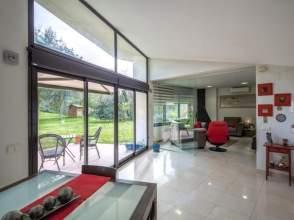 Casa de diseño en venta en Bescanó de 2ª mano - 336