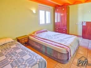 Casa aislada con jardín y piscina en el pueblo de Foixà de 2ª mano - 3951